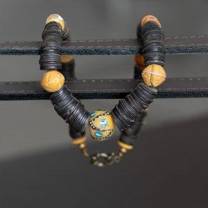 Ethnokette mit alten King Beads zwischen Kokosnuss-Scheiben, bemaltes Puderglas aus Ghana