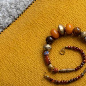"""""""Tuareg-Gold"""" aus der Sahara, afrikanischer Bernstein, alte Achatperlen, antike Millefiori-Glasperlen aus Murano, Bronzeperlen, Rudraksha Beads"""