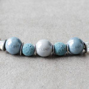 Keramikperlen in verschiedenen zarten Blautönen, Lavaperlen