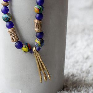 """Handgeschmiedeter Anhänger, ausgefallene Perlen aus Bronze und """"Tuareg Gold"""", Recyclingglas in Kobaltblau aus Ghana, antike Handelsperlen"""
